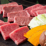 程良く霜降りの入ったお肉が楽しめる蔵元極み4種盛り 3,300円