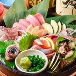 【お造り】 長浜市場から朝獲れの鮮魚を仕入れ◎盛り合わせで