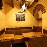 ソファー席は限定1卓!会社の仲間やご家族など小グループのお客様に大人気!