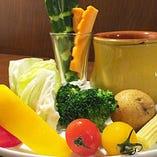 季節野菜をアツアツのアンチョビソースで楽しむ!バーニャカウダ♪