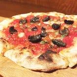 本日のおすすめピザは黒板メニューで要チェック!