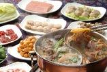鴻運火鍋宴 こううんひなべえん 3500円コース  一番人気の名物重慶火鍋コース