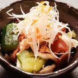蒸し鶏とたたき胡瓜の和え物