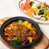牛バラ肉と野菜のビーフシチュー