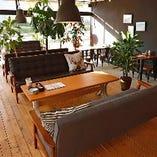 【1階】ゆったりとした時間を過ごすのに最適!おしゃれなソファー席