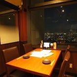 窓側の広々オープン席【4名様向け】テーブル席