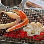棟続きの魚屋店頭にて、お客様自身の目で素材をお選び頂けます。