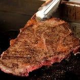 黒毛和種「石垣牛」は口の中でとろける食感がたまらないやわらかなお肉です。