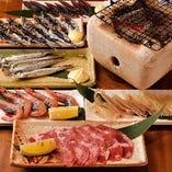 「炙」メニューはいわしの丸干しやお肉などの厳選食材をお客様ご自身で卓上で焼ながらお召し上がりいただきます。