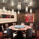 ご家族での会食や、ビジネスの接待などに最適な個室もございます