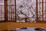 「花の百楽荘」 四季折々の景色もご堪能ください。