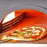 香ばしく出来たて熱々のピッツァをご堪能ください!