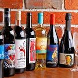 イタリア産や自然派ワインを中心に常時80種類を取り揃え!