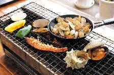 魚屋直営店の新鮮な魚介類