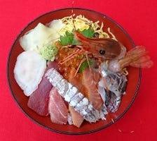鮮度抜群の活き活き海鮮丼やしらす丼