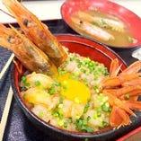 ぷりっぷりのエビを使った海老ユッケ丼!是非一度ご賞味下さい