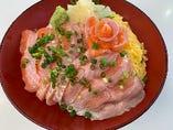 土日祝限定の木更津産陸(おか)サーモン丼!希少な木更津産です