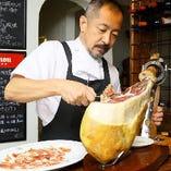 スペインの至宝・ハモンイベリコ(イベリコ豚の生ハム)は必食!