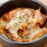 アツアツが美味しい!ハチノス(胃)をトマトで煮込んだ「トリッパのトマト煮込み チーズ焼き」
