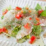 新鮮なお刺身&特製ドレッシングで「白身魚のカルパッチョ」