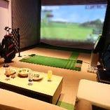 12名様までOKのシュミレーションゴルフができるソファー席