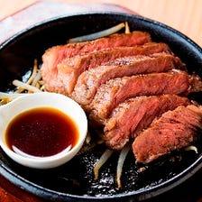 厳選肉を牛串やステーキでご堪能あれ