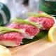あぶり肉寿司も見逃せない!特上部位を贅沢に味わえる逸品です。