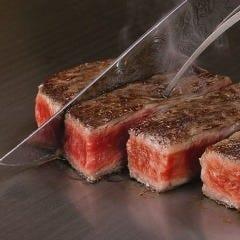 厚さ20ミリのガス鉄板でのステーキ、熱さ300土以上の火力
