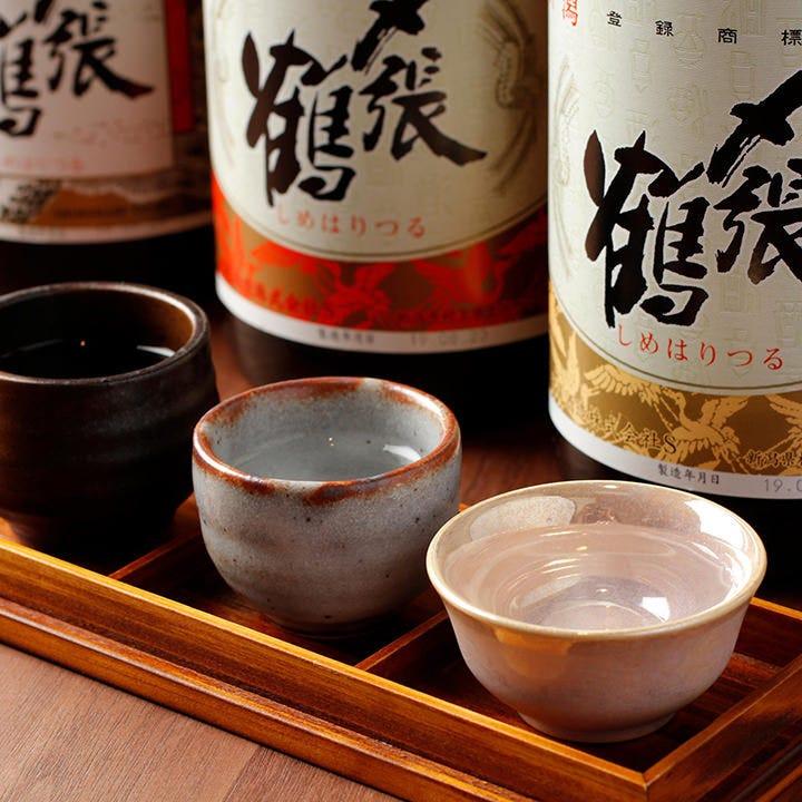 新潟県の日本酒「〆張鶴」を一度に3種、お得に飲み比べ可能