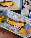 人気NO1メニューの銀たら西京焼き 天ぷらとの定食がおすすめ。
