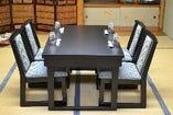 完全個室のテーブル席。顔合わせや接待におすすめ。