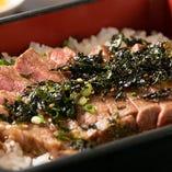 ランチは大充実内容。近江牛ステーキを詰めたメニューも。