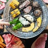 素材にこだわり選び抜いた上質肉。赤身からホルモンまで部位色々