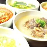 スープや石焼ビビンバも人気。焼肉の〆やお供にぜひ