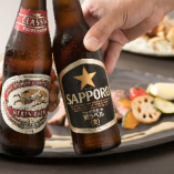 瓶からビールを直接飲むと炭酸が抜けにくいので、最後までしっかり味わえます