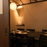 ダウンライトの落ち着く雰囲気で、商談から肩の力を抜く宴席までふさわしい空間です