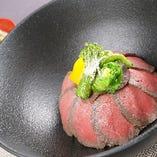 おすすめ:近江牛ローストビーフ丼※味噌汁付