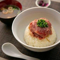 最高級「和牛丼」(カルビを薄切りに、和風だしでしゃぶしゃぶ)