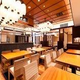 全96席、堀ごたつ個室、貸切個室や開放的なテーブル席フロア。