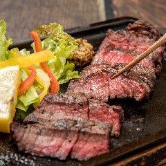 特選牛の炭火ステーキ