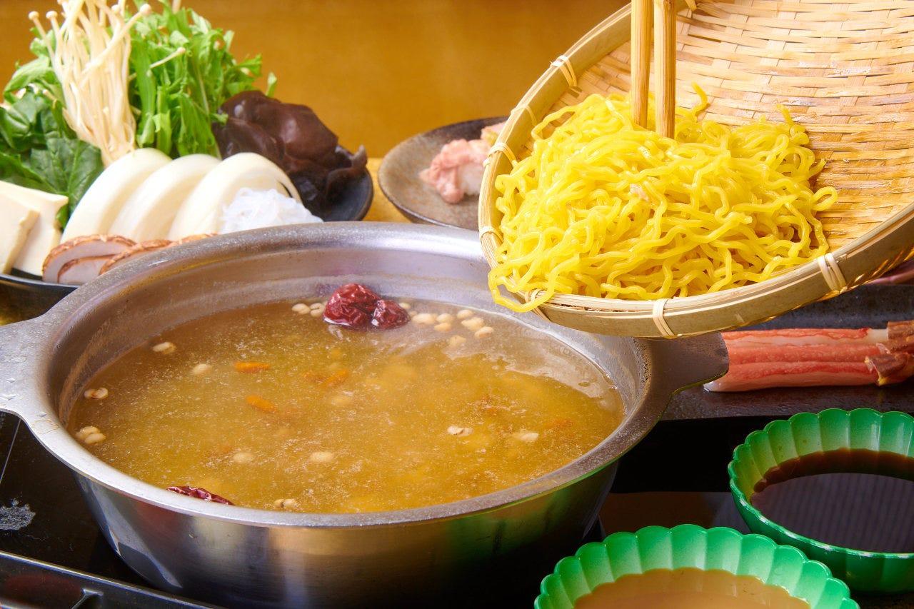 熟成された秘伝のたれと〆のたまご麺