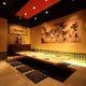 8名様用の個室『虎の間』 壁面の狩野徳作・唐獅子の絵が大迫力