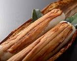 穴子寿司(2本3,000円・税抜き)はお土産として人気
