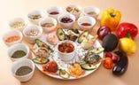 鮮やかで美しい野菜、豆、ハーブをたっぷり使ったトプカプのメゼ