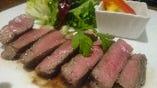 熟成ラムもも肉のステーキ 赤ワインソース