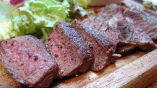 熟成鹿もも肉のステーキ (限定メニュー)