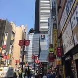 新宿のランドマーク ゴジラビルの1階に当店がございます!