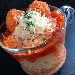海老カツボールとシュレッドチーズのトマトソース