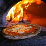 薪窯で香ばしく焼き上げたピッツァは1,100円~