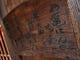 墨痕鮮やかに、店のコンセプトが したためられた木看板